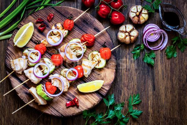 Pollo alla griglia zucchine pomodori cipolle erbe legno Foto d'archivio © Natalya_Maiorova