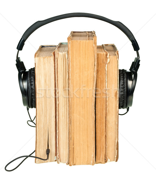 Hoofdtelefoon oude boeken rij geïsoleerd Stockfoto © naumoid