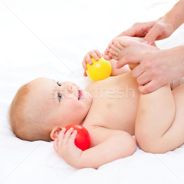 Baby massage moeder weinig Stockfoto © naumoid
