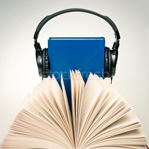 Nyitott könyv hifi fejhallgató kék könyv papír Stock fotó © naumoid