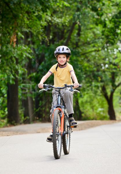 Gyerek bicikli fiatal srác lovaglás bicikli nyár Stock fotó © naumoid