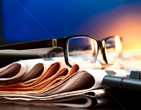 Szemüveg újságok boglya sekély fókusz számítógép Stock fotó © naumoid