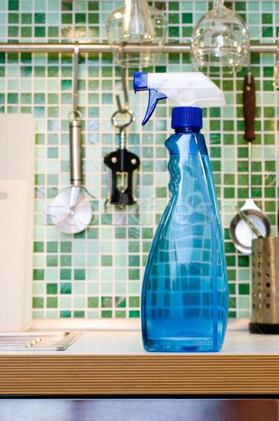 Kuchnia czyszczenia niebieski spray butelki stół kuchenny Zdjęcia stock © naumoid