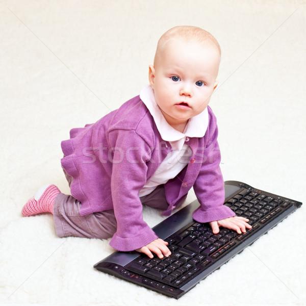 Zdjęcia stock: Niemowlę · klawiatury · gry · dziewczyna