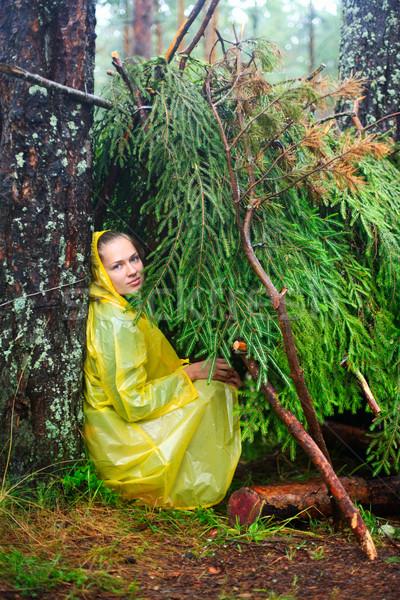 Barınak genç kadın sarı yağmurluk Stok fotoğraf © naumoid