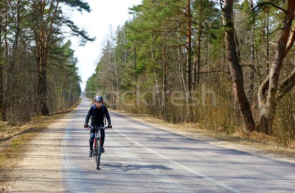 Seyahat bisikletçi orman yol spor Stok fotoğraf © naumoid