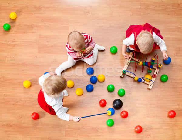 ストックフォト: 演奏 · 幼児 · 先頭 · 表示 · 3 · 女の子