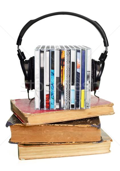 Cds hoofdtelefoon oude boeken Stockfoto © naumoid