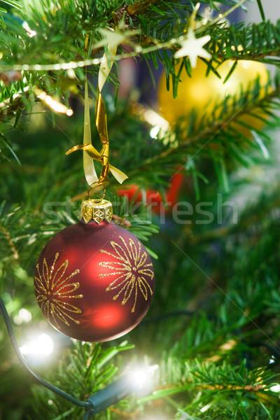 Karácsonyfa dekoráció karácsony labda girland fenyőfa Stock fotó © naumoid
