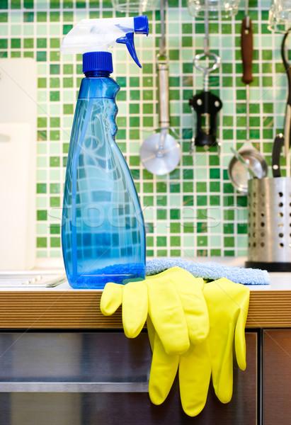 Cocina limpieza azul aerosol botella mesa de cocina Foto stock © naumoid
