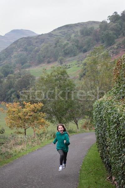 Ejecutando joven hasta carretera hermosa hierba Foto stock © ndjohnston