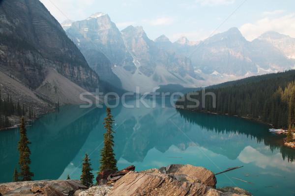 湖 堆石 木 フォアグラウンド 山 ストックフォト © ndjohnston