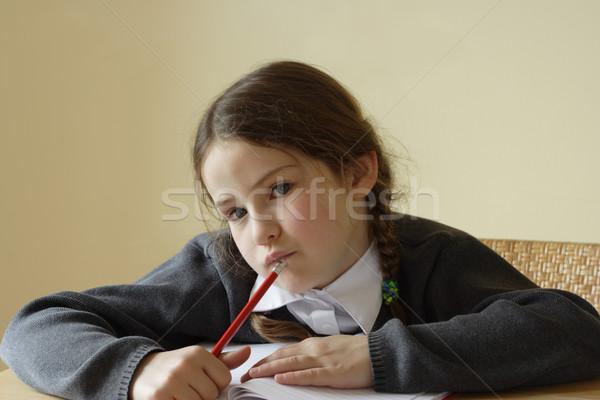 Hausaufgaben ziemlich Mädchen Denken welche schreiben Stock foto © ndjohnston