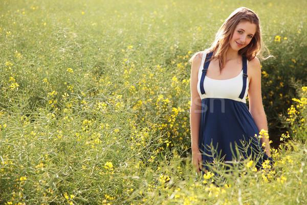 Güzel kız alan genç kız tohum Stok fotoğraf © ndjohnston