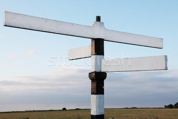 Holz vier Weg Schild schwarz weiß Hinweis Stock foto © ndjohnston
