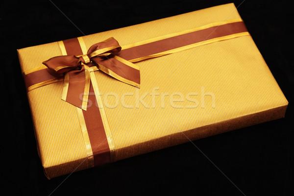 Geschenk Gold Band Geschenkpapier schwarz Feld Stock foto © ndjohnston