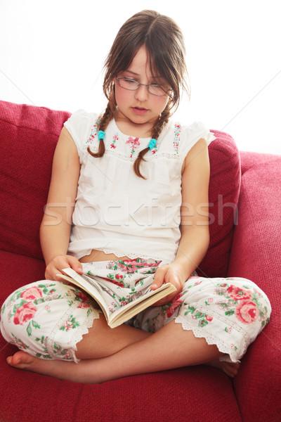 Okuma yatak küçük kız pijama gözlük Stok fotoğraf © ndjohnston