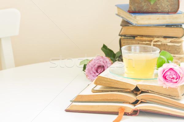 Taza té libros vidrio edad aumentó Foto stock © neirfy