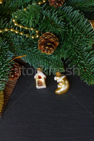 Yaprak dökmeyen ağaç altın top süslemeleri çam Stok fotoğraf © neirfy