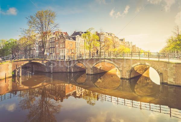 Casas Amsterdam Países Bajos puente canal espejo Foto stock © neirfy