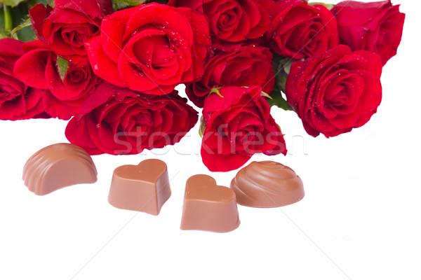Saint valentin roses rouges bouquet chocolat coeurs fleur Photo stock © neirfy