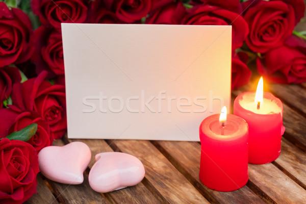 Zwei Brennen Kerzen frischen Rosen Holztisch Stock foto © neirfy