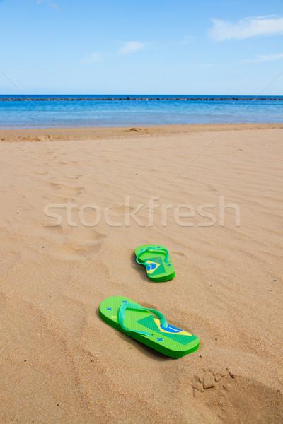 Zöld szandál homokos tengerpart út víz divat Stock fotó © neirfy