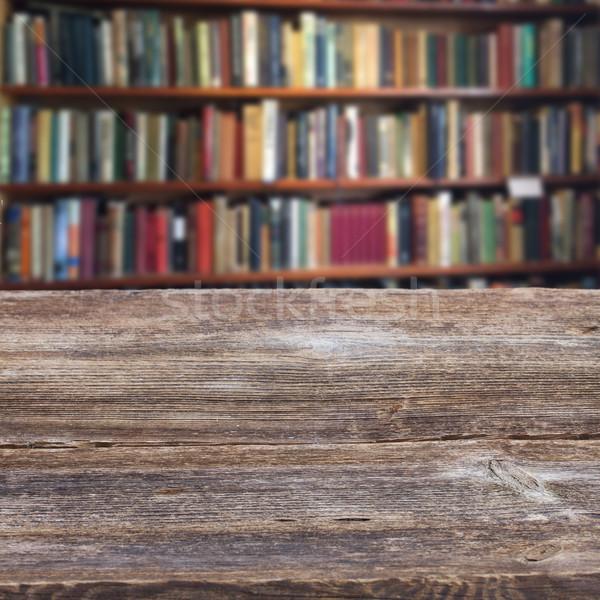 Prateleira de livros vazio biblioteca antigo Foto stock © neirfy