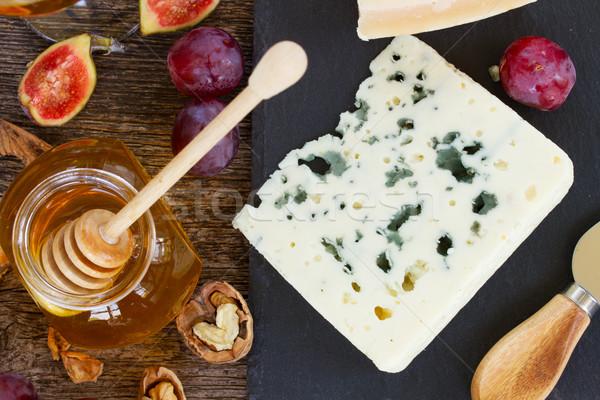 Formaggio tipo gorgonzola dessert miele dadi alimentare gruppo Foto d'archivio © neirfy