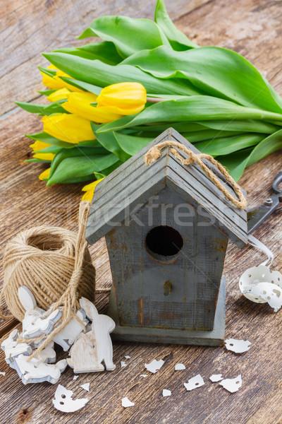 Páscoa decorações amarelo tulipas casca de ovo fresco Foto stock © neirfy
