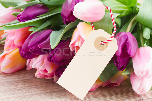 Rose violette tulipes vide tag table en bois Photo stock © neirfy