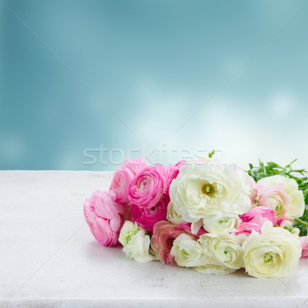 Pembe beyaz çiçekler ahşap masa mavi bahar Stok fotoğraf © neirfy