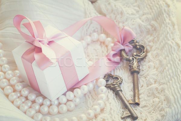 Foto d'archivio: Scatola · regalo · tasti · due · perla · gioielli · pizzo