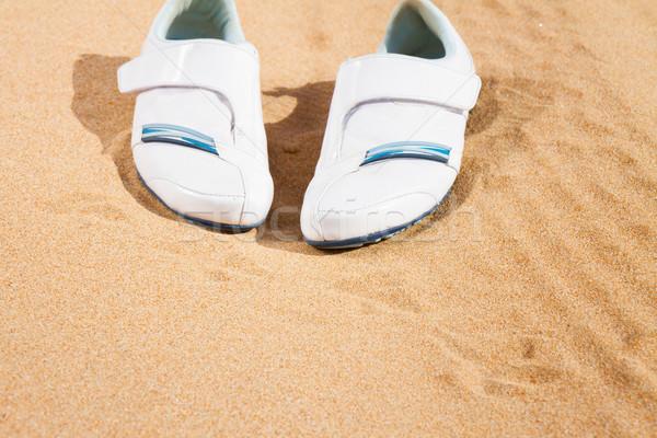 Fehér sportcipők homok pár tengerpart nyár Stock fotó © neirfy