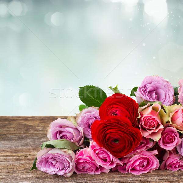 Buket taze güller ahşap sınır bo Stok fotoğraf © neirfy