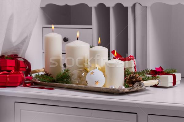 Brennen Aufkommen Kerzen weiß Weihnachten Dekorationen Stock foto © neirfy