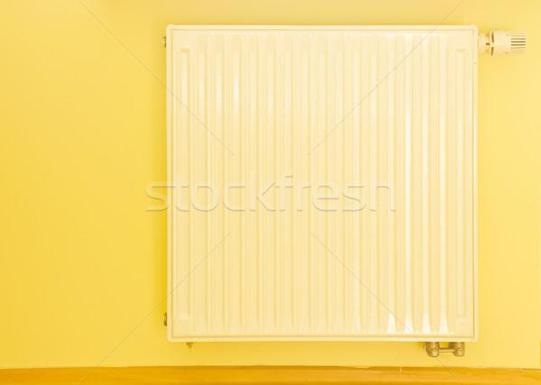 Branco aquecedor termóstato moderno amarelo parede Foto stock © neirfy