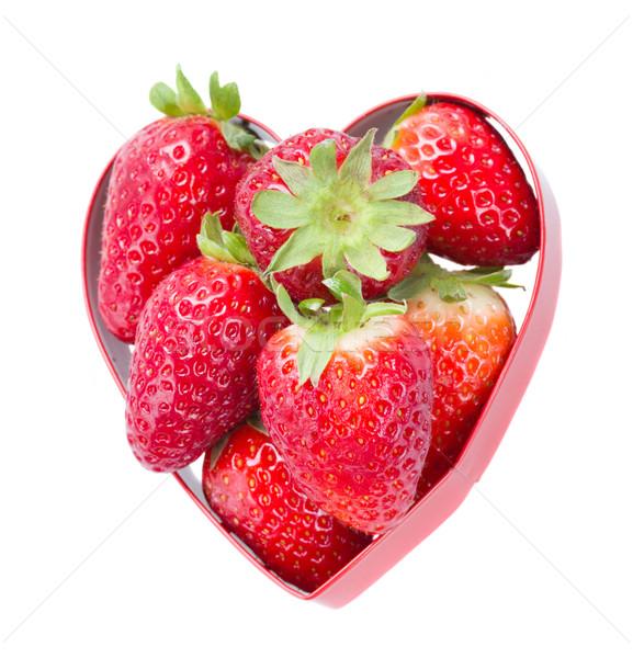 Foto d'archivio: Fragola · cuore · rosso · a · forma · di · cuore · isolato · bianco
