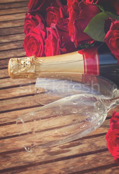 Stock fotó: Sötét · vörös · rózsák · nyak · pezsgő · valentin · nap · kettő
