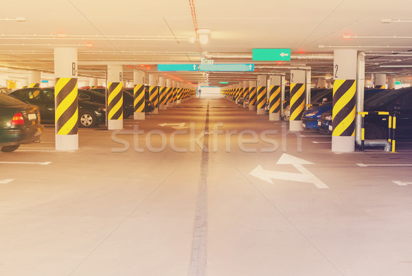 Subterráneo coche aparcamiento coches retro Foto stock © neirfy