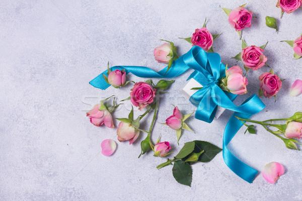 Caja de regalo raso arco flores azul aumentó Foto stock © neirfy