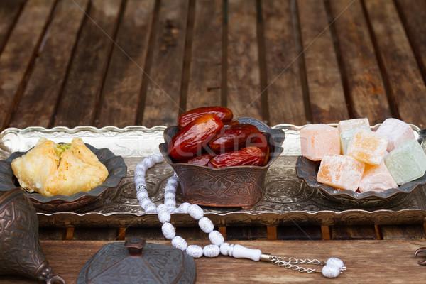 トルコ語 銀 オリエンタル トレイ コピースペース 木製のテーブル ストックフォト © neirfy