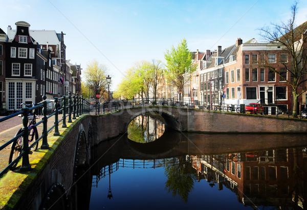 Huizen Amsterdam Nederland brug kanaal spiegel Stockfoto © neirfy