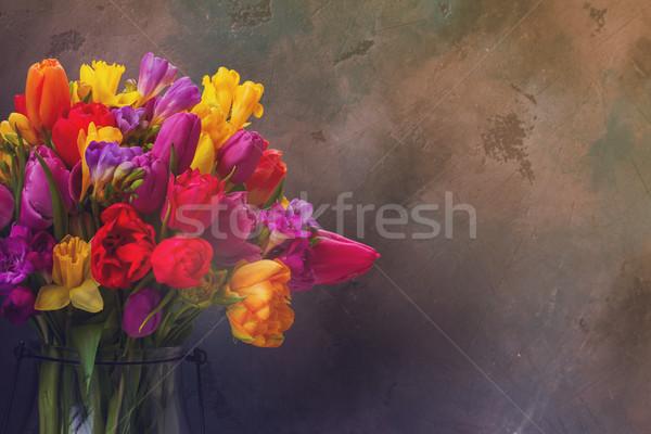 Bouquet lumineuses fleurs du printemps sombre gris espace de copie Photo stock © neirfy