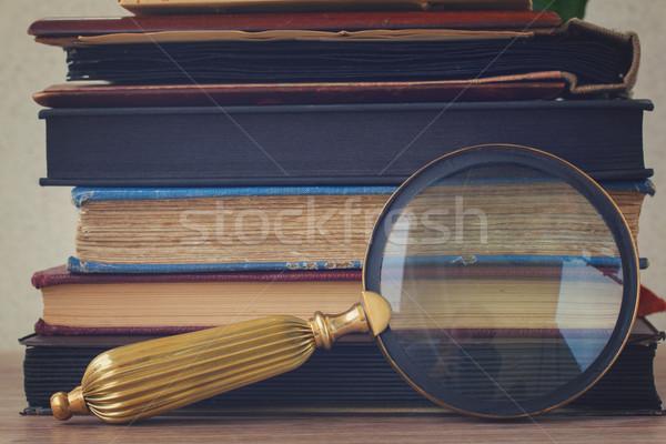Oude boeken bloemen naar glas Stockfoto © neirfy
