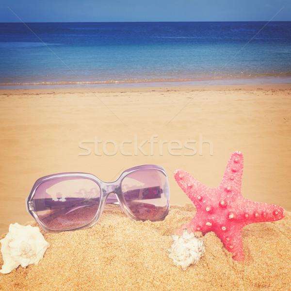 Starfish lunettes de soleil sable rouge plage rétro Photo stock © neirfy