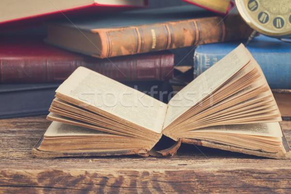 Stok fotoğraf: Kitaplık · kitaplar · açmak · eski · kitap · ahşap