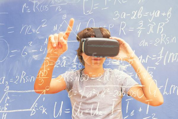 Virtuális tanul tinédzser visel telek szemüveg Stock fotó © neirfy