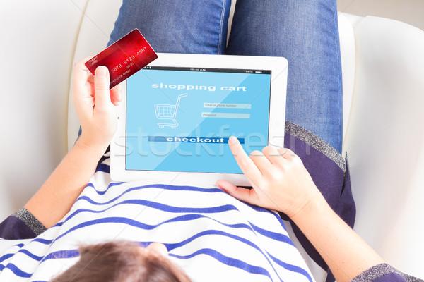 Online alışveriş eller kredi kartı tablet çevrimiçi Stok fotoğraf © neirfy