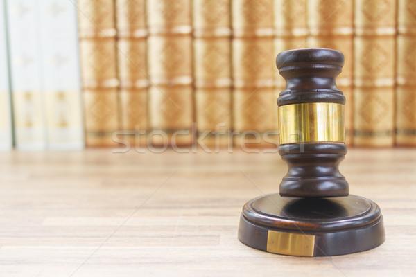 Fából készült törvény kalapács egy asztal csetepaté Stock fotó © neirfy